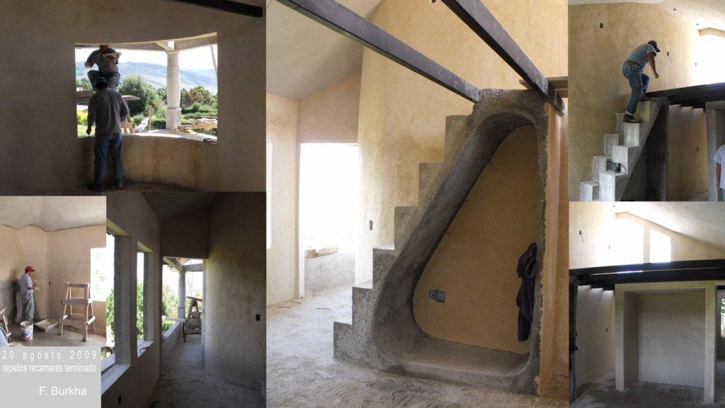 Recamaras y escalera hacia tapanco y terraza en el techo.