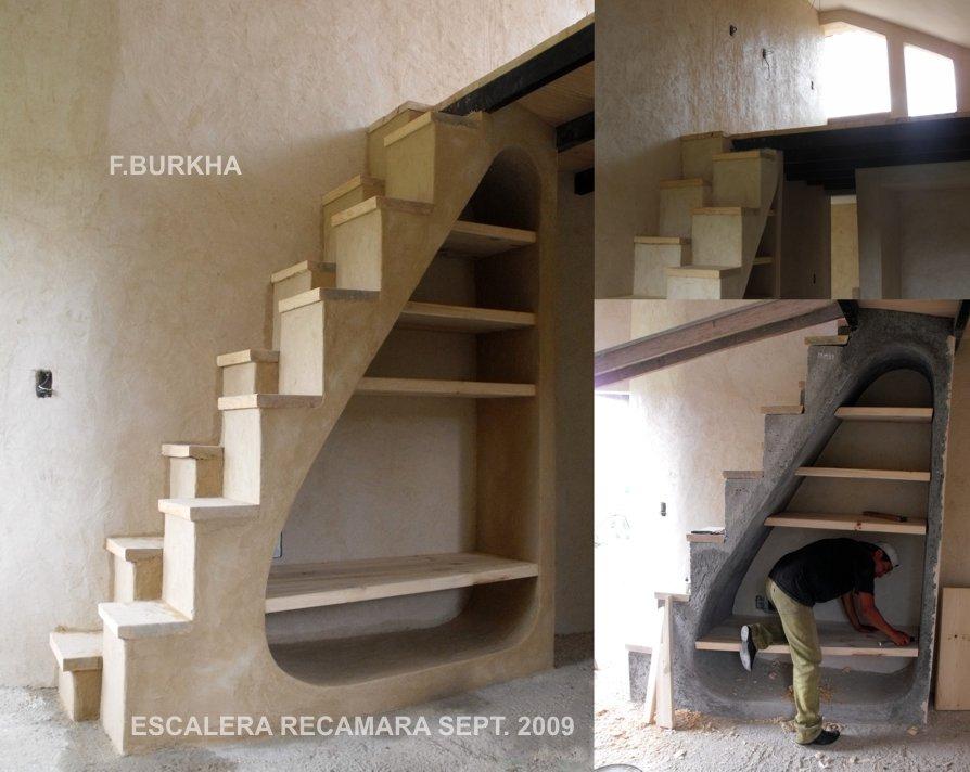 Escalera hacia tapanco; estado de construccíon al final de septiembre 2009